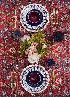 Richard Ginori plates for Cabana. Thanksgiving Table Settings, Holiday Tables, Christmas Tables, Cabana Magazine, Table Setting Inspiration, Beautiful Table Settings, Fall Table, Scandinavian Christmas, Tablescapes