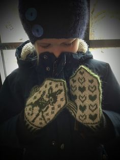 Mandas Mirakel: Rådjursvantar mönster för barn Stick O, Fair Isles, Christmas Sweaters, Diy And Crafts, Winter Hats, Beanie, Diy Projects, Knitting, Crochet