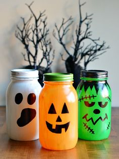 Lighted Halloween Mason Jars Craft Decoration for Halloween Diy Halloween, Halloween Class Party, Halloween Mason Jars, Adornos Halloween, Halloween Designs, Halloween House, Holidays Halloween, Halloween Decorations, Halloween Ornaments