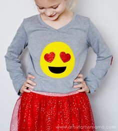 9 Amazing DIY Shirt Designs with Tutorial Emoji Birthday Shirt, Emoji Shirt, Emoji Craft, Girl Emoji, Eyes Emoji, Bday Girl, Clothes Crafts, Cricut Creations, T Shirt Diy
