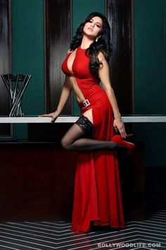 Sunny Leone in Red http://worldcelebrityimagess.blogspot.in/2014/02/sunny-leone-in-india-hot-saree-images.html