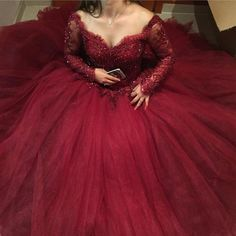 Item Description : A Glamorous Tulle Ball Gowns Dress with sweetheart neckline,long sleeves with lace appliques which makes it perfect as your prom dress,quinceanera dress,evening dress or any other special occasions! Size Chart: Dresses Process Time: 15 to 24 days Customized :Yes Shipment Method: DHL,Fedex,Aramex De