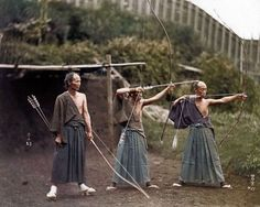 """Kyudo or Kyūdō (弓道) (""""way of the bow"""") is a modern Japanese martial art (gendai budō); kyudo practitioners are referred to as kyudoka (弓道家). Kyudo is based on kyūjutsu (art of archery), which originated with the samurai class of feudal Japan Colorized Historical Photos, Colorized History, Historical Images, Photoshop, Old Photos, Vintage Photos, Rare Photos, Vintage Photographs, Marilyn Monroe Fotos"""
