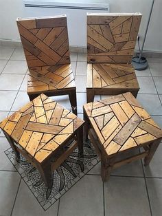 Wood pallet chairs and tables is an eye-catching project that not only saves your money but provides you the satisfaction of having a stylish and delightful wood furniture at your home. To complete this pallets wood plan you only need to have few crafting Wood Pallet Furniture, Furniture Projects, Diy Furniture, Pallet Chairs, Woodworking Furniture, Recycled Wood Furniture, Fine Woodworking, Woodworking Projects, Pallet Lounge