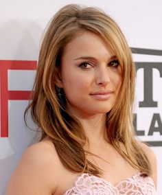 Celebrity Hairstyles: Natalie Portman, Relaxed Blonde Hairstyle 2010