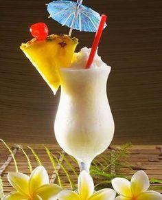 Recette de cocktail : pina colada sans alcool. Ce délicieux cocktail apéritif revisite l'indémodable Pinacolada... à savourer l'après-midi au soleil et entre amis...