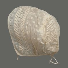 Baby cap in cotton mull with cotton embroidery and linen tapes; American, early19th century. Museum of Fine Arts, nr. 54.1340