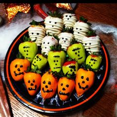 Spooky Strawberries The post Spooky Strawberries appeared first on Halloween Desserts. Spooky Strawberries The post Spooky Strawberries appeared first on Halloween Desserts. Plat Halloween, Halloween Party Snacks, Halloween Chocolate, Halloween Tags, Halloween Appetizers, Snacks Für Party, Halloween Crafts, Happy Halloween, Halloween Pretzels