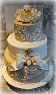 Tullio and Ciriaca have reached a milestone …. 50 beautiful wedding … for this occasion I was honored to have their cake to celebrate ….