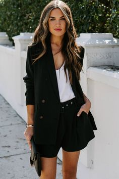 Belted Shorts Outfits, Black Shorts Outfit, Black Jean Shorts, Blazer And Shorts, Blazer Outfits, Satin Shorts, Shorts With Pockets, Short Outfits, Style Guides