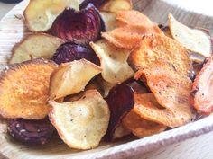 Chips van groente, een gezonde snack, groentechips uit de oven. Maak het makkelijk zelf van verschillende groentes.