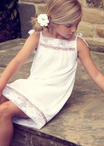 This looks like a simple pillowcase dress with some beautiful lace attached. SHOULD be easy to make, right? Frocks For Girls, Little Girl Dresses, Flower Girl Dresses, Moda Kids, Kids Outfits, Cute Outfits, Fade Styles, Glamour, Tween Fashion