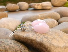 Boucles d'oreilles en perles d'hématite et verre rose, boucles fermoirs argent 925, bijoux gouttes et perles fines, bijoux : Boucles d'oreille par lapassiondisabelle