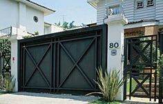 Casa.com.br Tor Design, House Design, Gate Decoration, Door Gate Design, Electric Gates, Front Courtyard, Gate House, Entrance Gates, Iron Gates