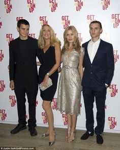 Georgia May Jagger with her mother, Jerry Hall, her brother Gabriel, and Josh Mc Lellan, boyfriend de Georgia - London, 14 sept 2014.