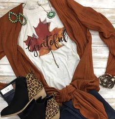 Grateful Leaf by Texas True Threads Graphic Tees - Horse Creek Boutique Fall Temps, Autumn Leaves, Pumpkin colors, Rust tones, soft tees.so much to be thankful for! Cute Fall Outfits, Fall Winter Outfits, Classy Outfits, Autumn Winter Fashion, Fall Fashion, Style Fashion, Fall Shirts, Cute Shirts, Men Shirts