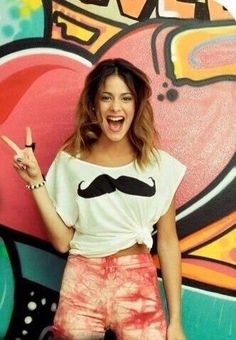 Martina Stoessel es una actriz y cantante argentina. Violetta Disney, Disney Channel Shows, Teen Girl Fashion, Popular People, Idol, Disney Stars, Princess Style, World Star, Best Friends Forever