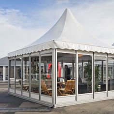 Pagodas with glass elements: offers an attractive tent architecture for a multitude of uses. #losbergerUS #smalltent #tentevents