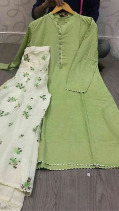 Pakistani Dresses Party, Simple Pakistani Dresses, Pakistani Fashion Casual, Pakistani Dress Design, Pakistani Outfits, Girls Dresses Sewing, Stylish Dresses For Girls, Stylish Dress Designs, Designs For Dresses