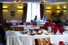 Largo do Paço eleito o 3º melhor restaurante da Europa em 2012. Portugal, Table Settings, Table Decorations, Home Decor, Top Restaurants, Europe, Islands, Decoration Home, Room Decor