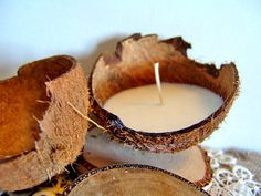 O candles Coconut candle. Diy Rock Candles, White Candles, Tropical Candles, Organic Candles, Resto Vegan, Bougie Bio, Creation Bougie, Coconut Shell Crafts, Vegan Candles