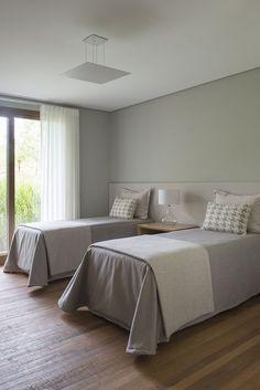 Room Decor Bedroom Rose Gold, Home Bedroom, Trendy Bedroom, Modern Bedroom, Twin Girl Bedrooms, Townhouse Designs, Hotel Room Design, Teen Bedroom Designs, Apartment Interior