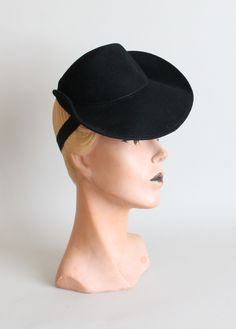 Vintage 1940s Black Tilt Riding Hat.