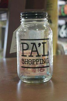 Frasco personalizado Bottles And Jars, Mason Jars, Food Font, Ideias Diy, Dyi Crafts, Cold Brew, Coffee Bottle, Baking Ingredients, Piggy Bank