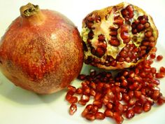 Learning to Love Eating Pomegranates Thanks to Some Friends - News - Bubblews