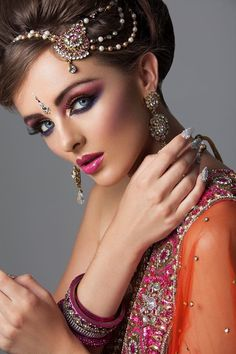 Makeup, fabuloso and beautiful accesorios . Indian Makeup, Indian Beauty, Beautiful Bride, Beautiful Women, Beauty Shots, Hair Pieces, Indian Jewelry, Bridal Hair, Bollywood