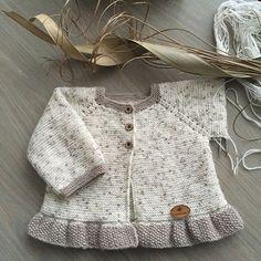 Baby Cardigan, Knit Baby Dress, Baby Pullover, Diy Crafts Knitting, Knitting For Kids, Matching Sweaters, Baby Sweaters, Crochet Cardigan Pattern, Sweater Knitting Patterns