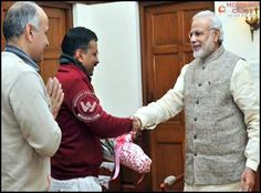 Delhi's soon-to-be Chief Minister Arvind Kejriwal met PM Narendra Modi on Thursday and invited him for the swearing-in ceremony at the Ramlila Maidan on February 14. Arvind Kejriwal was accompanied by Manish Sisodia for his meeting with the Prime Minister.