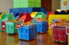JOLIE FOLIE: Festa Lego                                                                                                                                                                                 Mais Minecraft Birthday Party, Birthday Party Games, 6th Birthday Parties, Ninjago Party, Lego Ninjago, Lego Party Favors, Lego Friends Party, Lego Spiderman, Lego Marvel