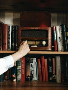 Books and music 🎶 Radios, Music Aesthetic, Aesthetic Vintage, Signes Zodiac, Peggy Carter, Photocollage, Pink Stripes, Siena, Belle Photo