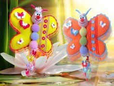 Mit dem bunten Schmetterling ist die gute Laune nie weit weg.  Amigurumi, Häkelanleitung, Schmetterling, Türdeko, Fensterdeko, Kinderspielzeug, Wolle, Geschenk, Deko, Häkeln, Anleitung, Deutsch