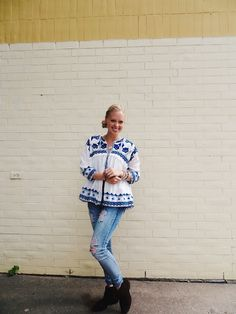 Gamiss embroidered blouse, Jessica Ricci Jewelry Indian elephant necklace, Deb ripped jeans, boho outfit, bohemian outfit, casual outfit