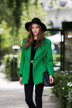 50 Most Modern Street Style Women's Blazer Outfits For Fall And Winter - Page 12 of 50 - Marble Kim Design Fashion Tv, Cute Fashion, Autumn Fashion, Womens Fashion, Daily Fashion, Street Fashion, Fashion Trends, Green Jacket Outfit, Green Outfits