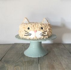 who is getting this cake for their birthday? from Life Unfluffed who is getting this cake for their birthday? from Life Unfluffed 5th Birthday Cake, Cat Birthday, Puppy Party, Cat Party, Piece Of Cakes, Cake Creations, Themed Cakes, Party Cakes, Cute Cakes