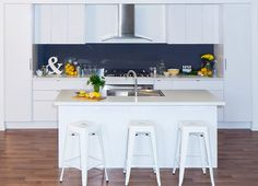 Struggling for ideas? Look no further, our inspiration gallery showcases the latest DIY kitchen renovation trends and designs to inspire you! Kitchen Doors, White Kitchen Cabinets, Kitchen Redo, Kitchen Countertops, Kitchen Design, Kitchen Ideas, Kaboodle Kitchen Bunnings, New Zealand Houses, Kitchen Gallery