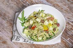 Gluteeniton+broileri-pastasalaatti+rucola-pestokastikkeella