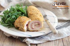 Gli involtini di pollo con sottiletta e mortadella una ricetta per cucinare i petti di pollo in maniera più gustosa e saporita.
