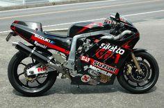 Épinglé sur Photos de Moto Sur le  tableau Photos de Moto Catégorie