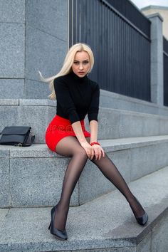 Girls In Mini Skirts, Red Skirts, Black Pantyhose, Black Tights, Rock Outfits, Sexy Outfits, Beautiful Legs, Gorgeous Women, Denim Mini