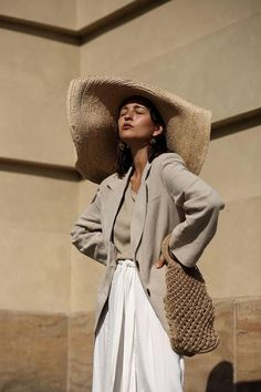 Jacquemus straw hat, Anissa Kermiche earrings and my Elizabeth and James B … - Moda Trends Chic Outfits, Summer Outfits, Jacquemus, Devil Wears Prada, Costume Collection, Mode Inspiration, Summer Looks, Fashion Photography, Street Style
