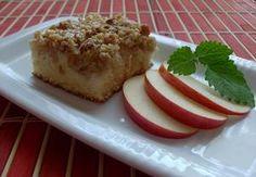 Řezy s jablky, ořechy a smetanouPolohrubá mouka 200 g Cukr krupice 200 g Vejce 4 ks Olej 1 dl Mléko 1 dl Prášek do pečiva 1 ks Dále potřebujeme: Jablka 5-6 středně velkých 5 ks Ořechy hrubě sekané 150 g Vejce 2 ks Smetana ke šlehání 1 ks Cukr krupice 100 g Vanilkový cukr 1 ks