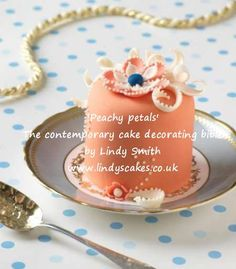 'Peachy petals' mini cake from Lindy Smith's 'Contemporary cake decorating bible' book