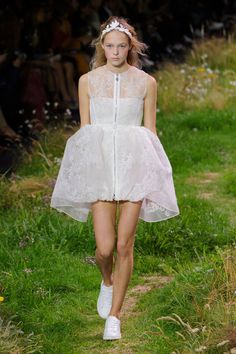 Moncler Gamme Rouge Spring 2016 Runway Pictures - Livingly