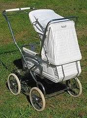I had this in 'blackwatch tartan' with the full size pram bag that attached at the back. Vintage Stroller, Vintage Pram, Pram Stroller, Baby Strollers, Silver Cross Prams, Prams And Pushchairs, Dolls Prams, Baby Prams, Baby Carriage
