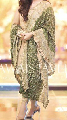 Asian Wedding Dress Pakistani, Beautiful Pakistani Dresses, Pakistani Formal Dresses, Pakistani Fashion Party Wear, Pakistani Dress Design, Pakistani Outfits, Punjabi Suit Neck Designs, Kurti Neck Designs, Kurta Designs Women