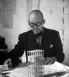 Le Corbusier was a designer that came from The Bauhaus. His designs were prominent during the period of the International Style. Atelier Architecture, Architecture Plan, Cubist Architecture, Architecture Definition, Online Architecture, Barcelona Architecture, Tropical Architecture, Architecture Tattoo, Chinese Architecture